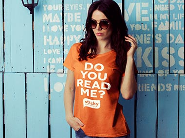 Woman with shirt written 'Do you read me'